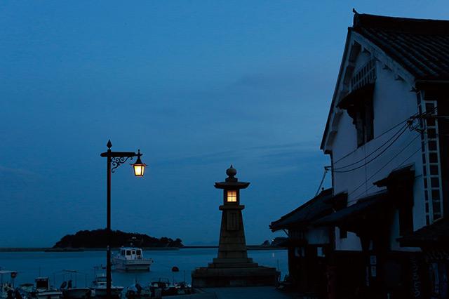 夕暮れの常夜燈